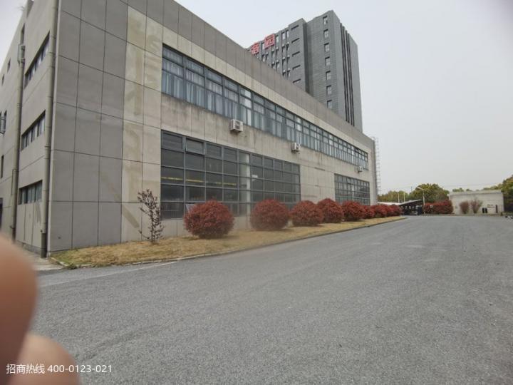 松江新桥新空出一楼厂房仓库出租 3000平方,104地块,电量充足,大小好分租