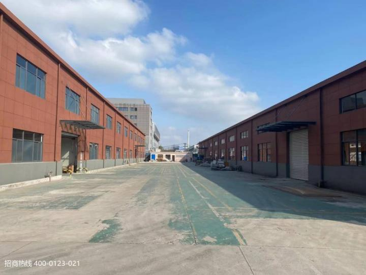 松江九亭独门独院,单层两栋厂房,沿街大马路空地大,500平方起租